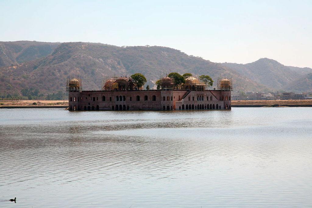 Jal_Mahal-05-sendo-restaurado-em-2008
