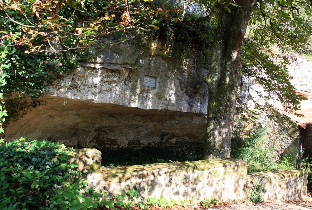 A pequena cidade de Les Eyzies de Taynac e suas cavernas