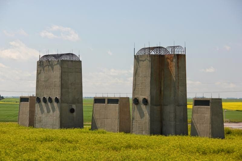 Crédito da foto: http://coldwartourist.com/stanley_r_mickelsen_safeguard_abm_complex/missile_site_radar_msr_complex