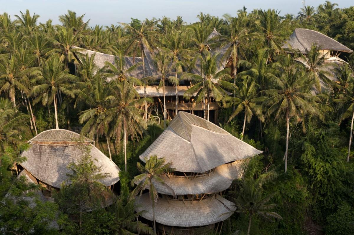 Incrível casa de bambu em Bali