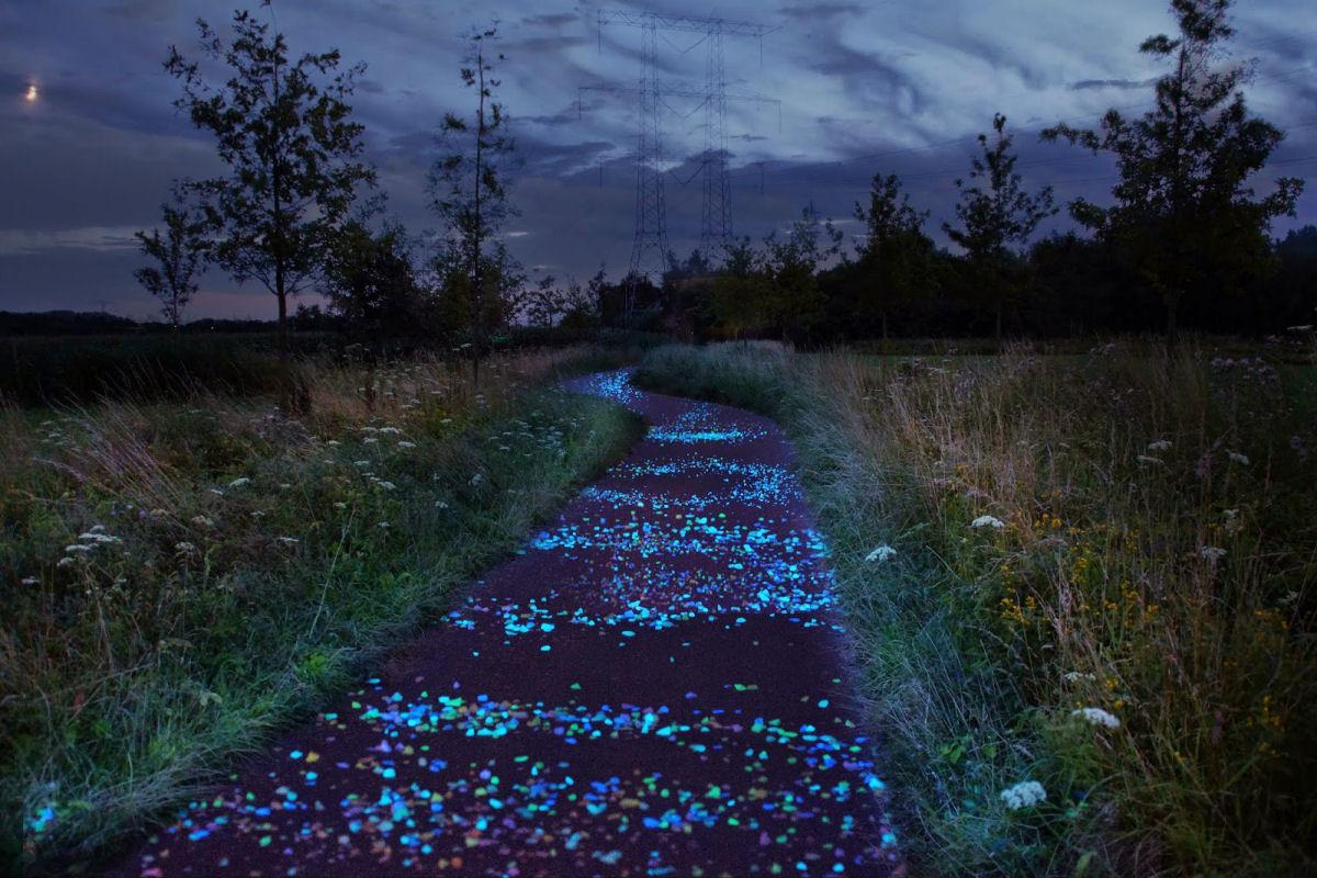 Ciclovia que brilha no escuro, inspirada na obra de Van Gogh