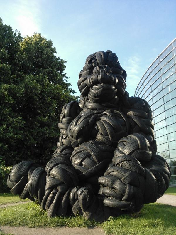 O gorila de pneus de Helsinki