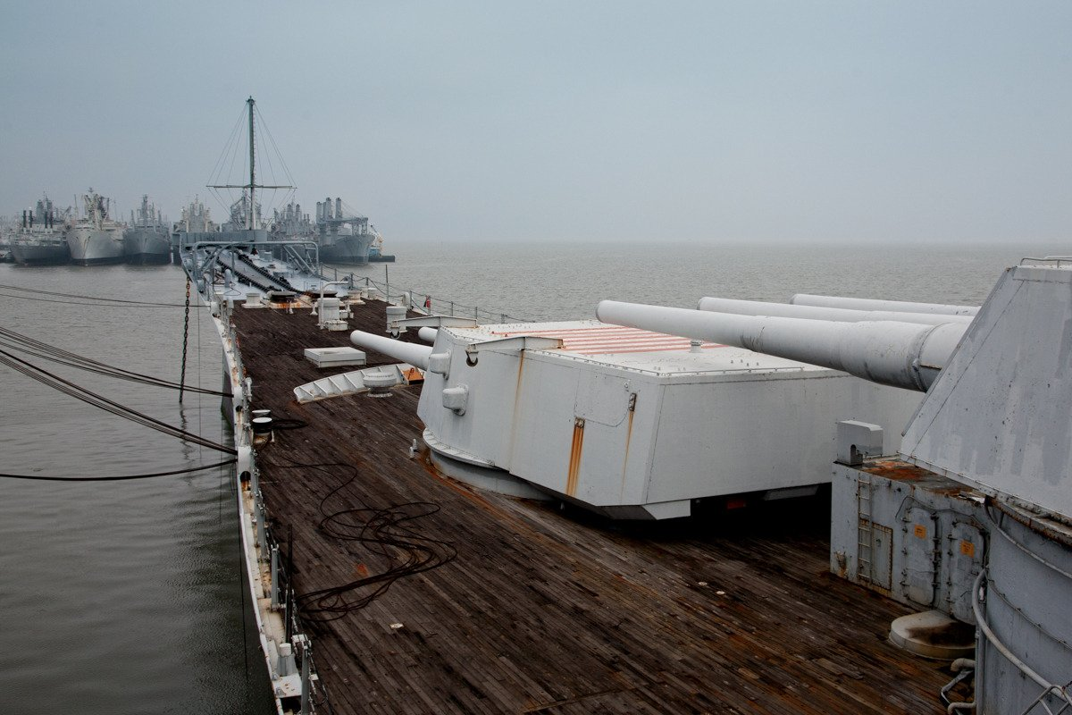 Nem todos os navios da frota Mothball Suisun vão morrer no ferro-velho. O USS Iowa, um navio de guerra, foi transferido para a área de Los Angeles há alguns anos e se transformou em um museu de história naval.