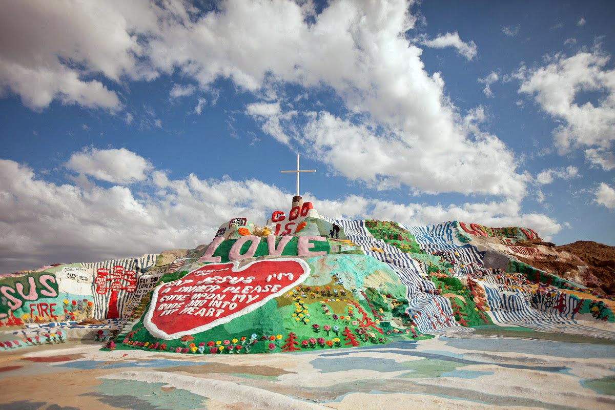 Salvation-mountain01