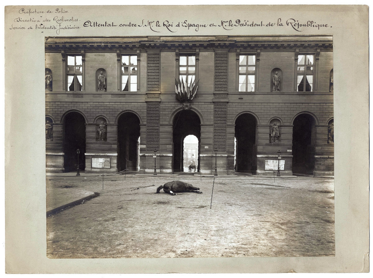 crime-and-death-in-paris-philippe-charlier-photography-07