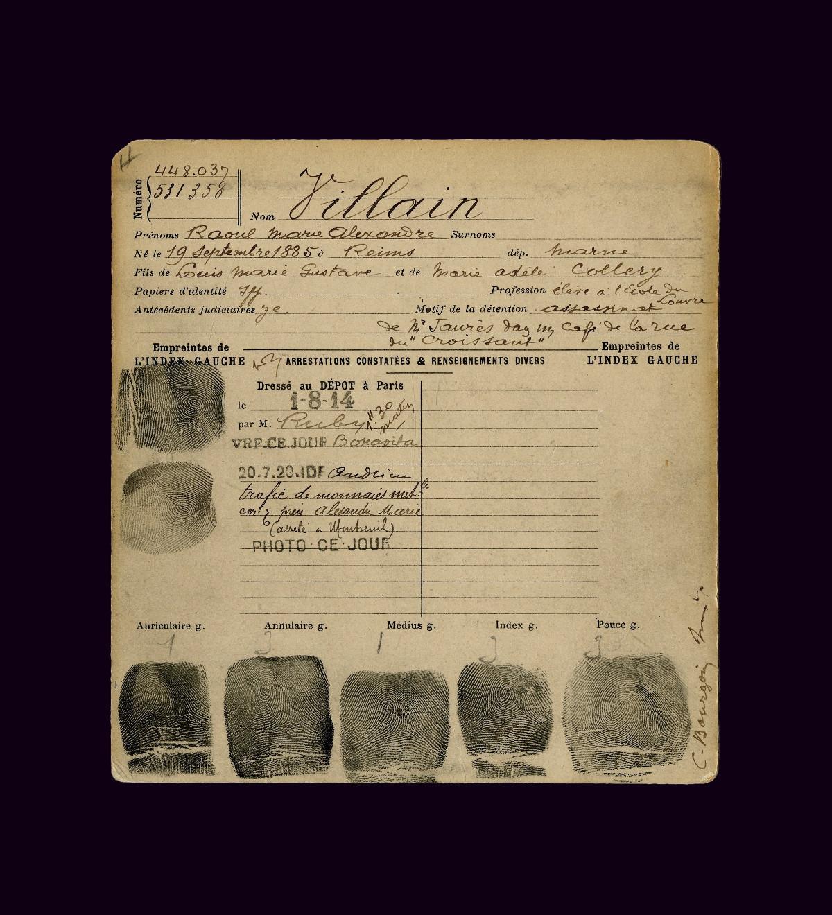 Registro antropométrico de Raoul Villain, estudante nacionalista que matou Jean Jaurès, absolvido em 1919. O arquivo é característico do sistema criminológico que Bertillon criou, incluindo impressões digitais, indicação precisa das medidas e dados biográficos do assassino.