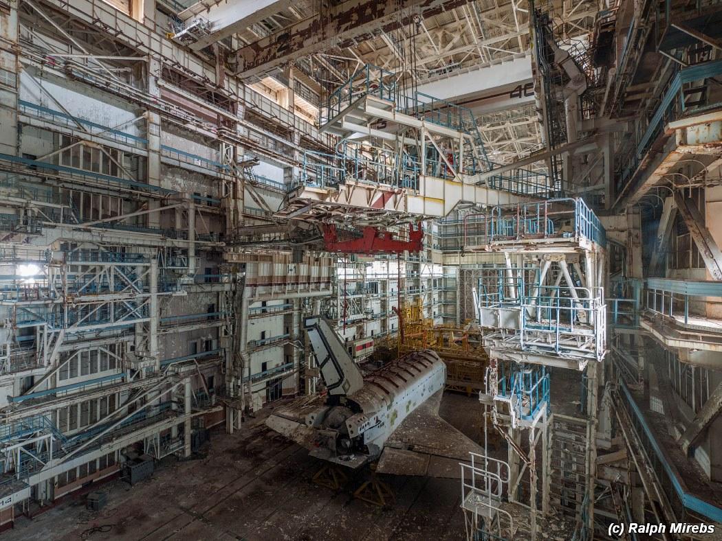 onibus-espacial-abandonado-003