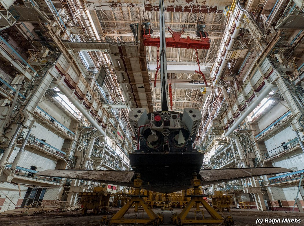 onibus-espacial-abandonado-020