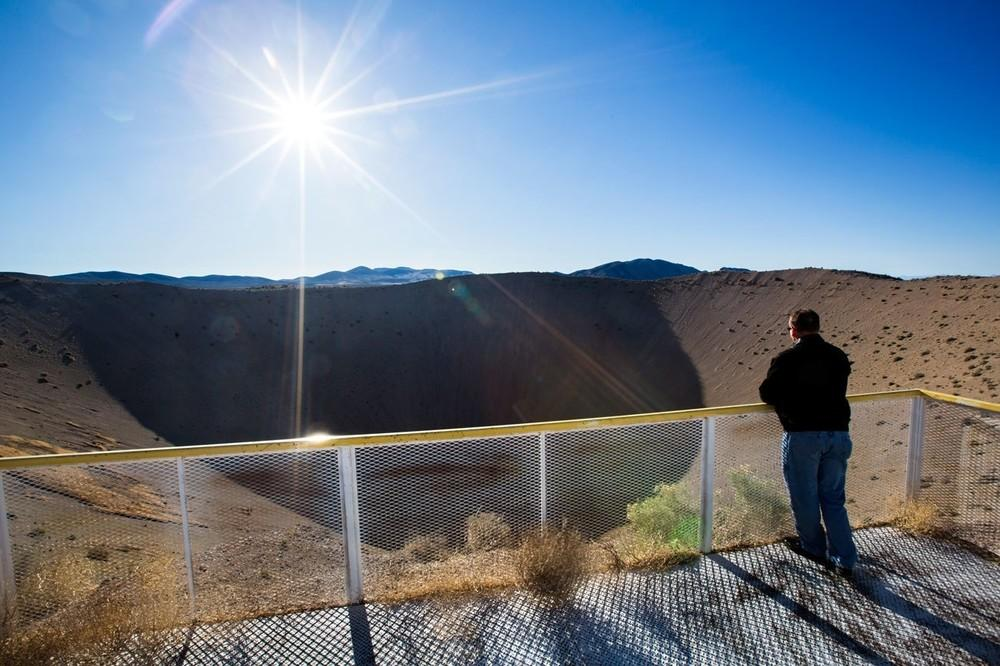 A Cratera Sedan, formada por uma detonação termonuclear de 104 quilotons em 1962, é a grande atração dos 12 passeios anuais ao Campo de Segurança Nacional Nevada, localizado 160 quilômetros a noroeste de Las Vegas. A explosão nuclear que criou a Sedan deslocou 12 milhões de toneladas de terra, deixando uma cratera de 97 metros de profundidade.