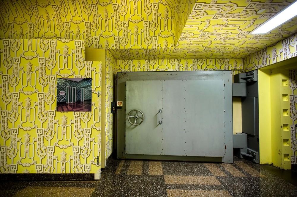 Uma porta antiexplosão de 18 toneladas ficava escondida atrás de um painel móvel na entrada do bunker, em Greenbrier.