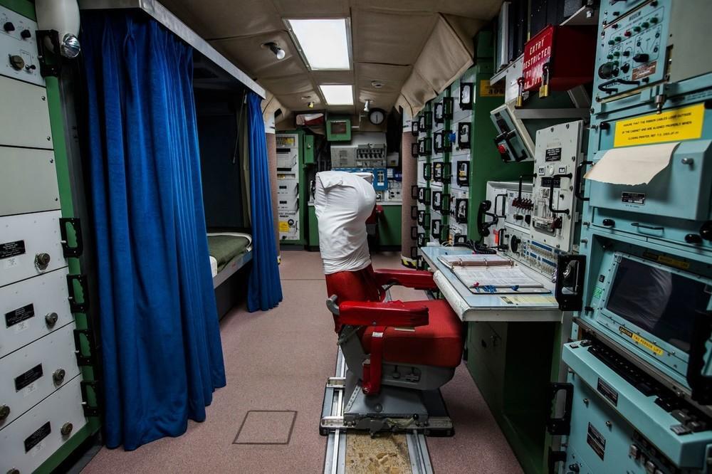 A estação do oficial assistente de controle de lançamento na Instalação Delta 01.