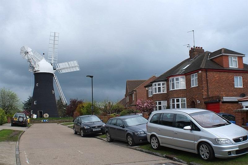 O moinho estilo holandês Holgate Windmill na cidade de York está localizado em uma rotatória. O moinho de vento foi construído em 1770. | Crédito da foto