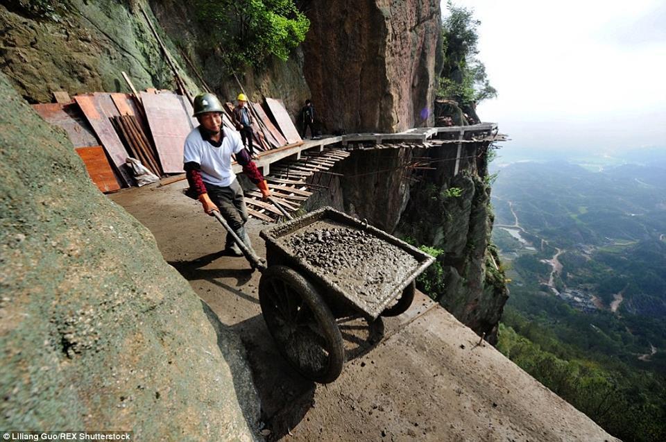 trabalhadores-chineses-em-montanha_04