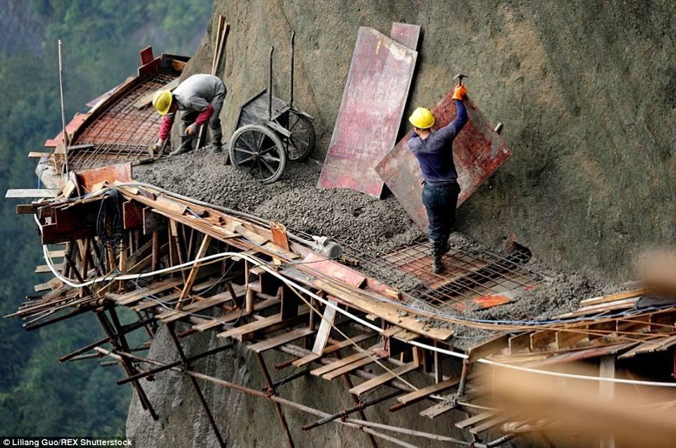 trabalhadores-chineses-em-montanha_05