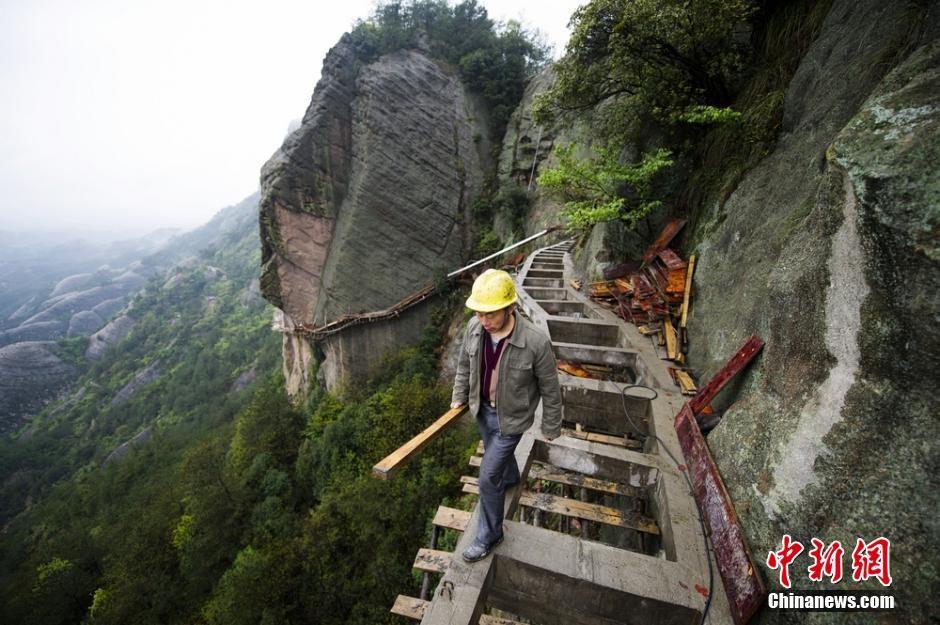 trabalhadores-chineses-em-montanha_06