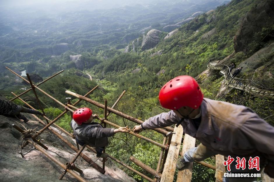 trabalhadores-chineses-em-montanha_07