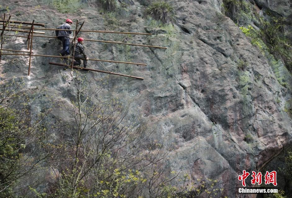 trabalhadores-chineses-em-montanha_09