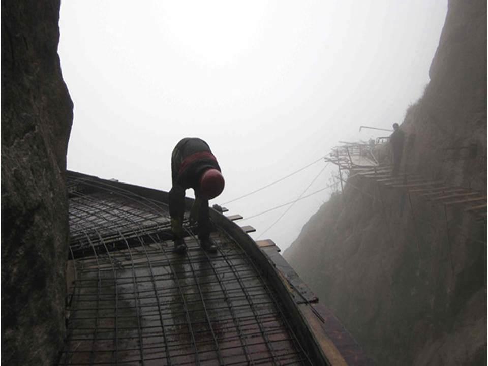 trabalhadores-chineses-em-montanha_12