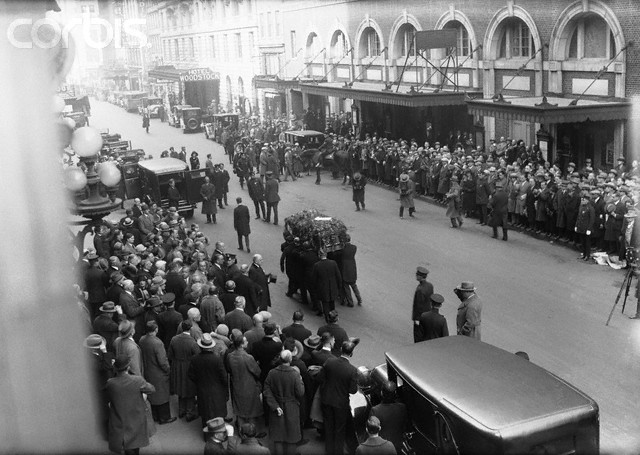 Cortejo fúnebre de Houdini em Manhattan no dia 04 de novembro de 1926